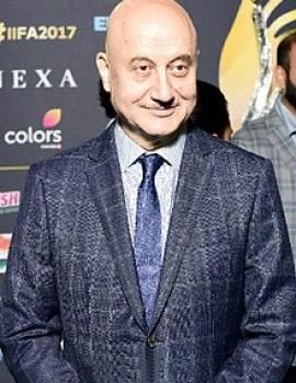 Anupam Kher as Alishka's father